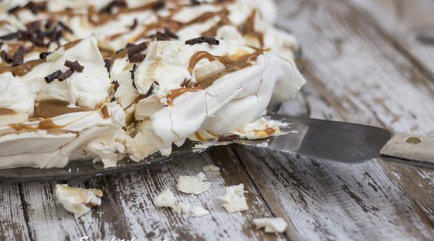 Banoffee pavlova slice