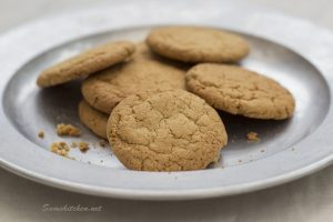 ginger biscuits plate