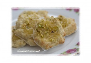 lemon & pistachio macaroons